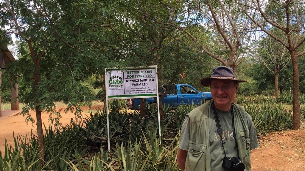 Better Globes skogsmästare Jan Vandenabeele på gården i Kibwezi
