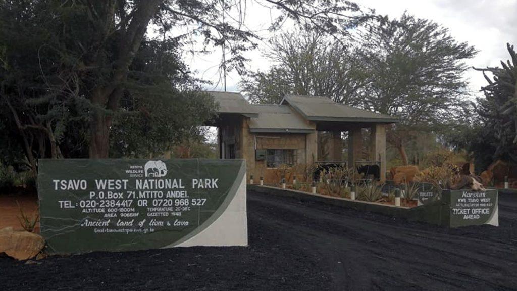 Entrada al Parque Nacional Tsavo. 180630