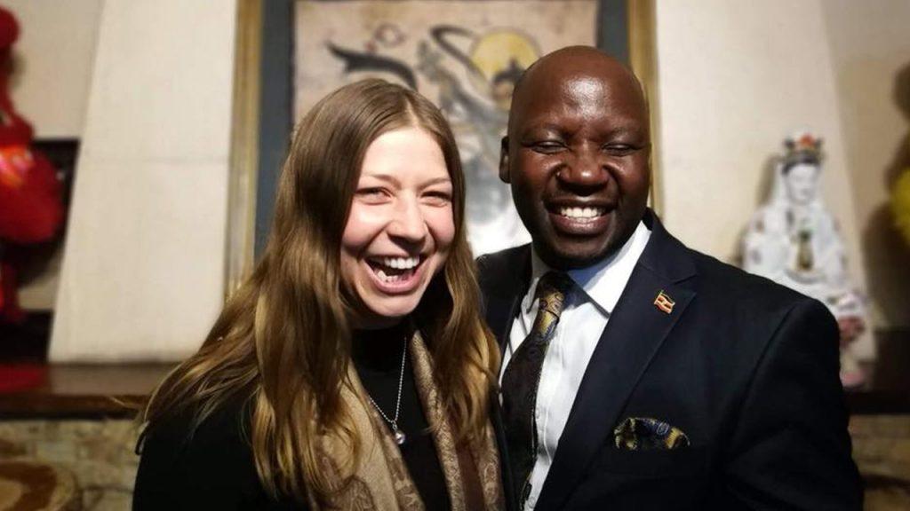 Den ugandiske turistministern med vår kund ELisabeth, 180702